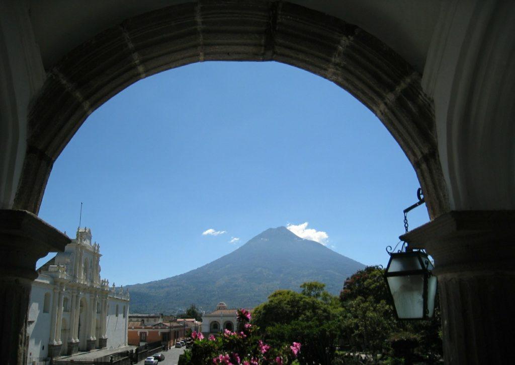 グァテマラ アグア火山
