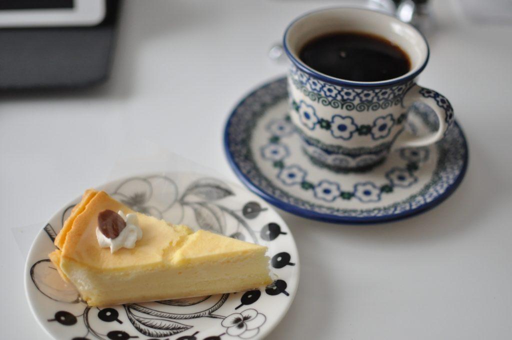 チーズスフレとコーヒー