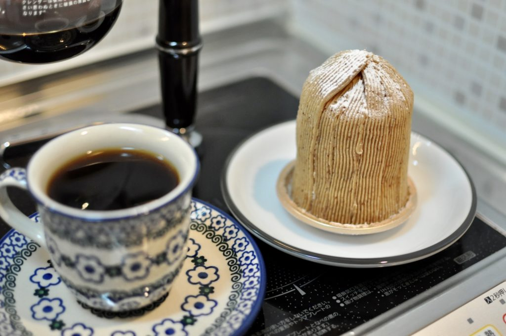 モンブランケーキとコーヒー