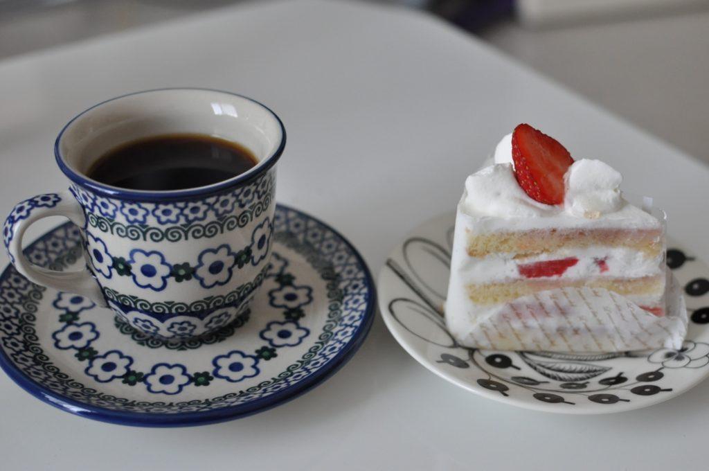 イチゴショートとコーヒー