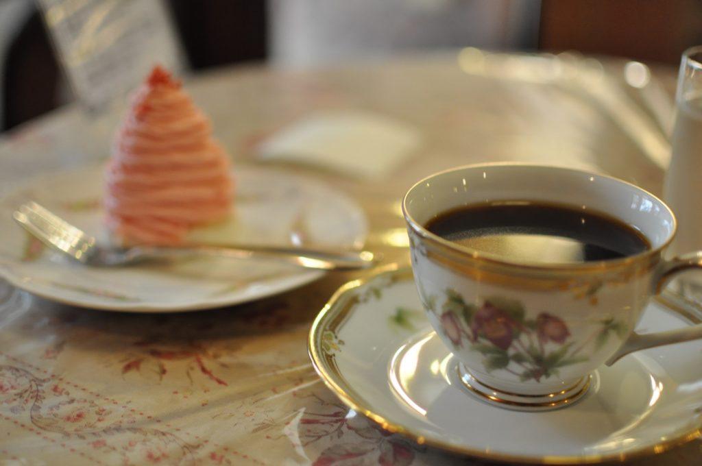 コーヒーとピンクモンブラン