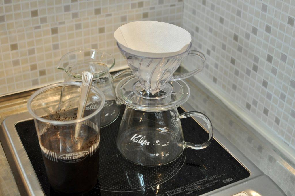 コーヒー粉をドリッパーに落とす前