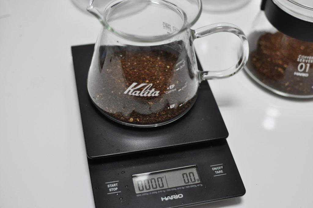コーヒー粉をセット