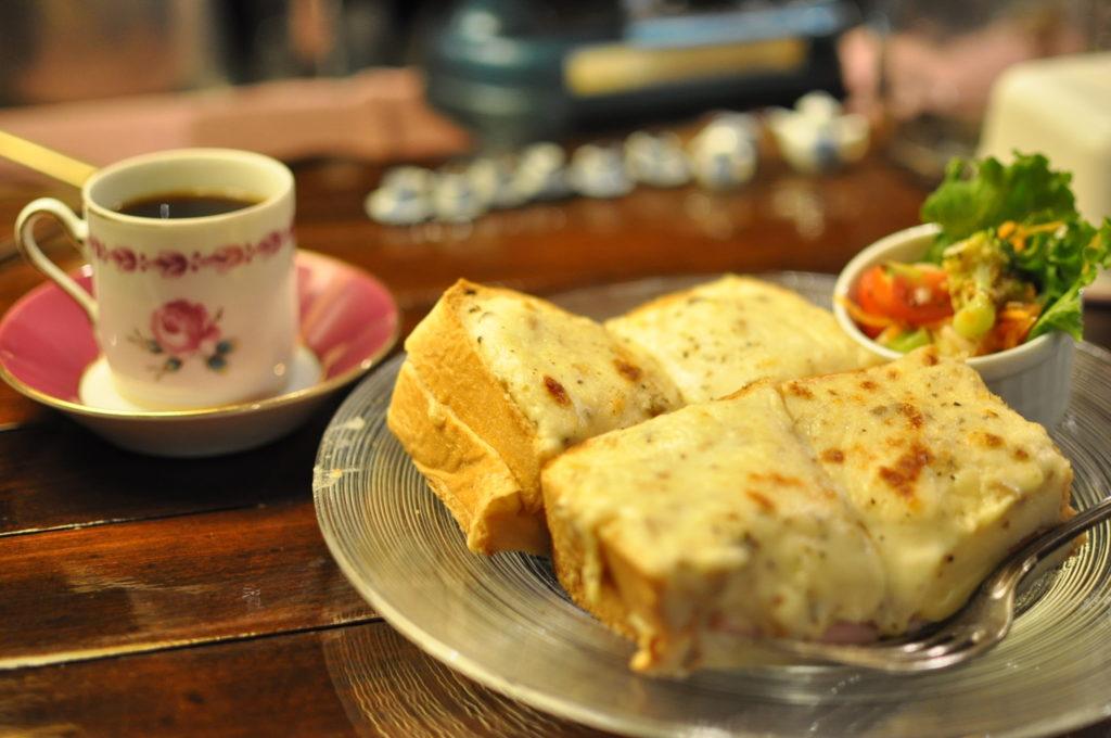コーヒーとグラタントースト