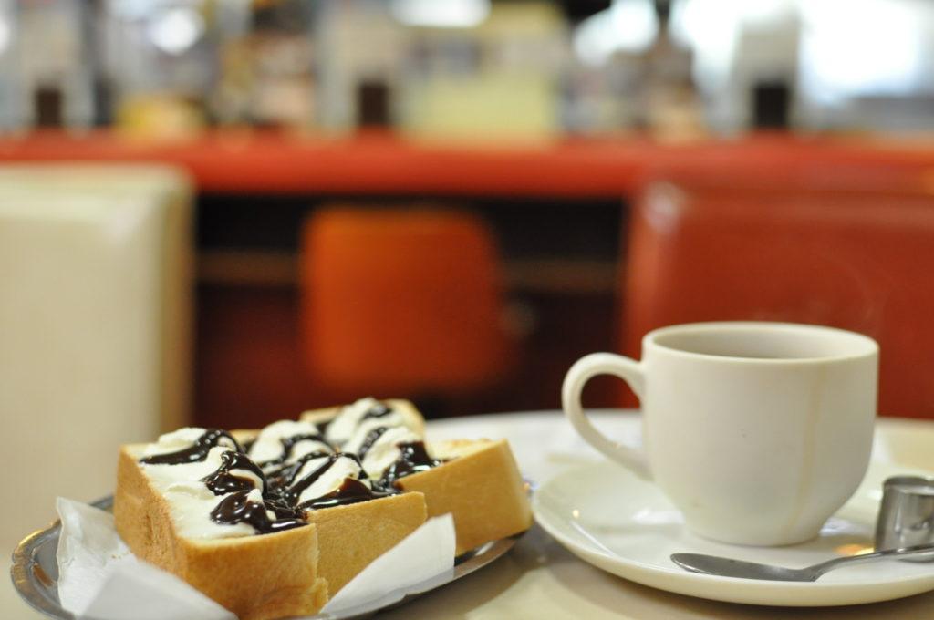 クリームトーストとコーヒーとエースの雰囲気
