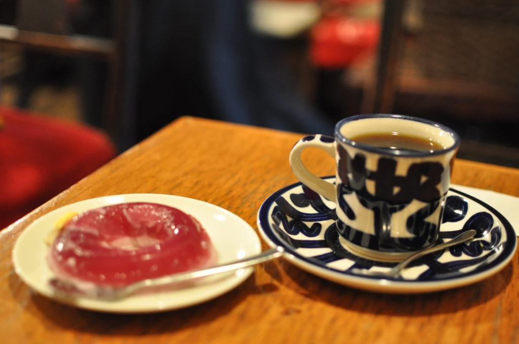 巨峰のババロアとコーヒー