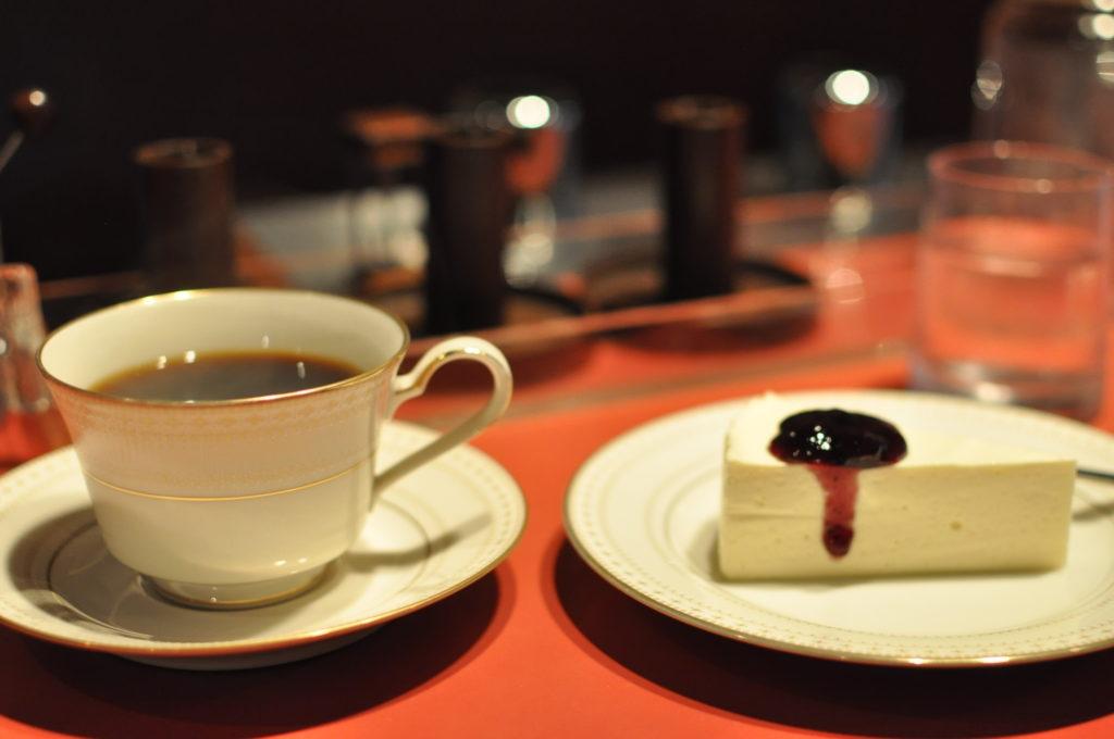 レアチーズケーキとドゥーブレンド
