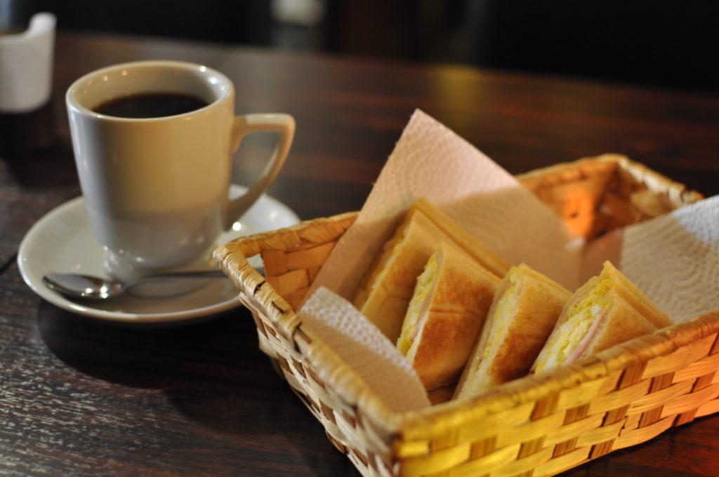 コーヒーとホットサンド
