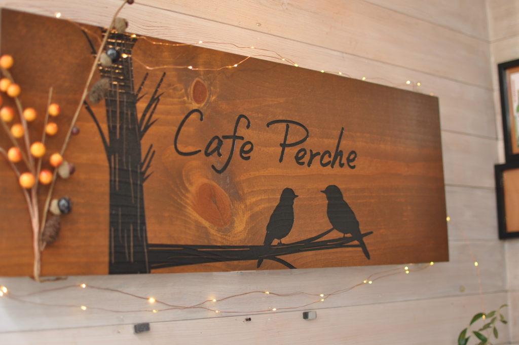 cafe percheの看板