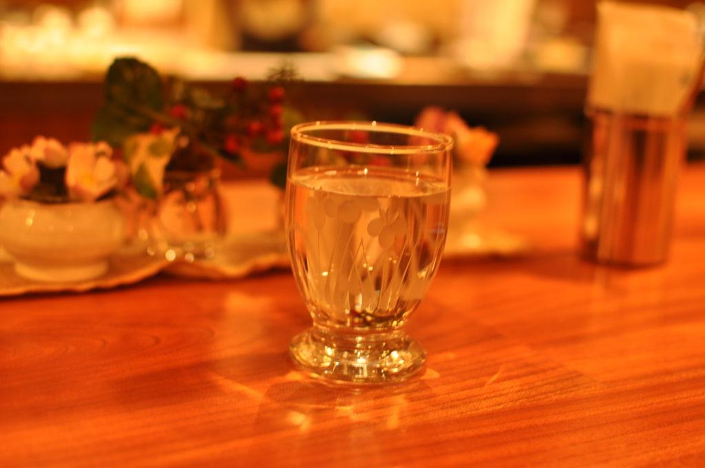 お冷のグラス