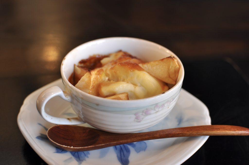 リンゴのクリームソース焼き