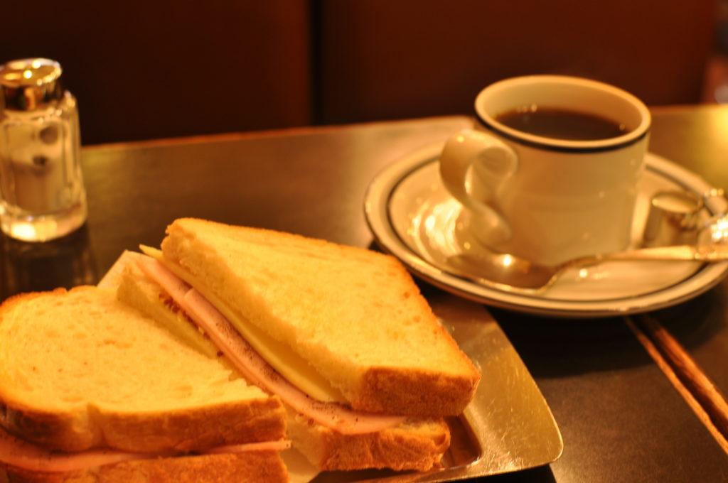 サンドとコーヒー