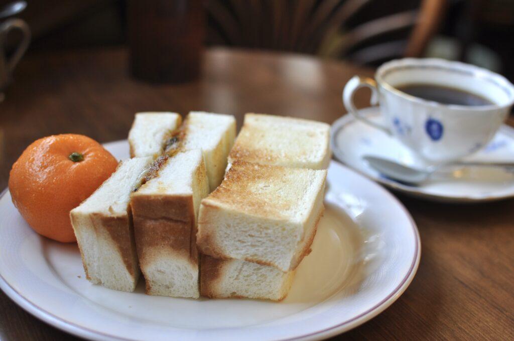インディアンチーズトーストとコーヒー