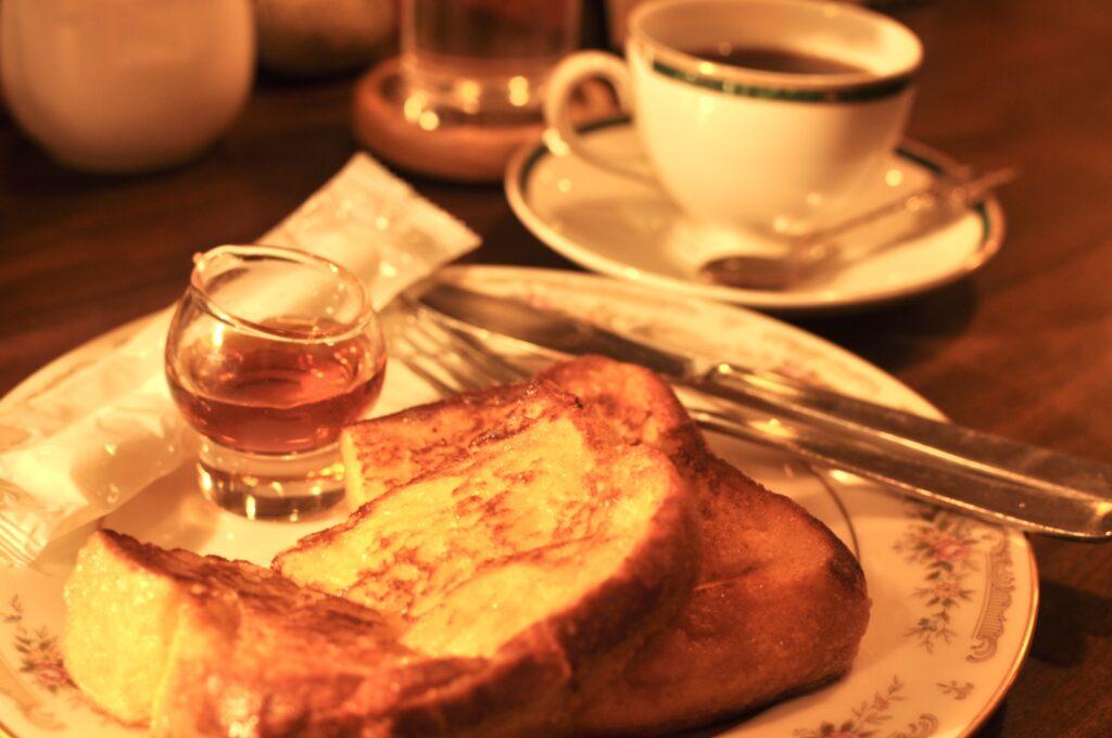 フレンチトーストとコーヒー