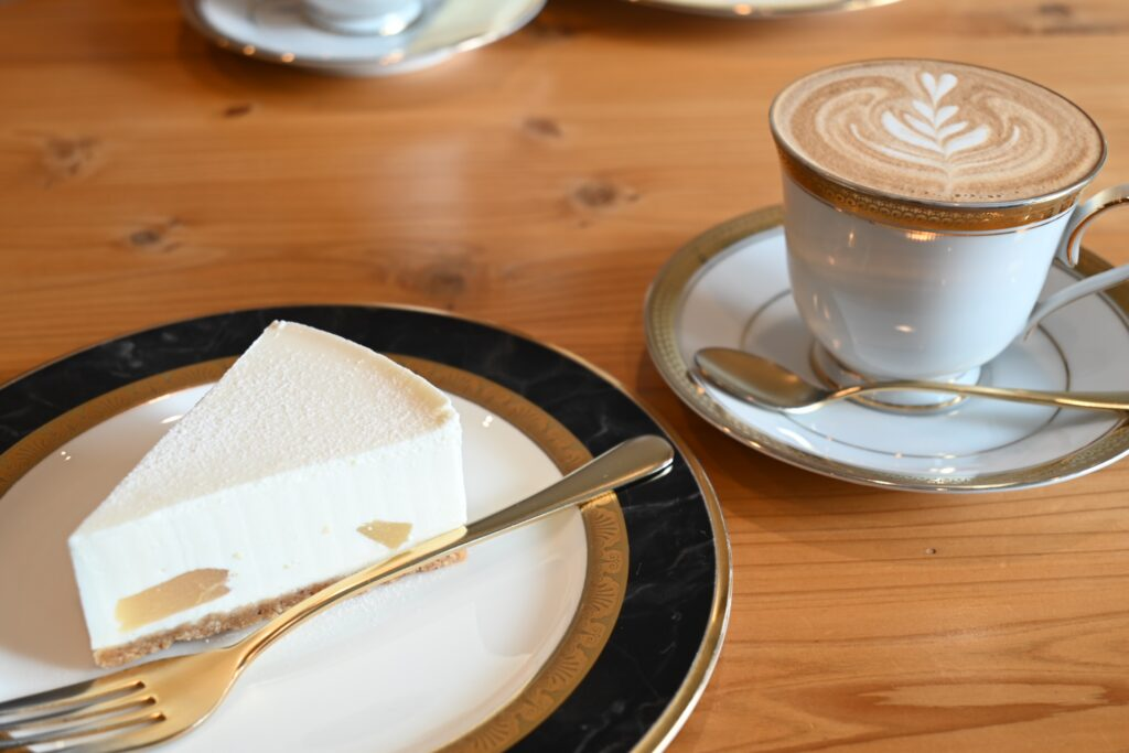 チーズケーキとカフェラテ