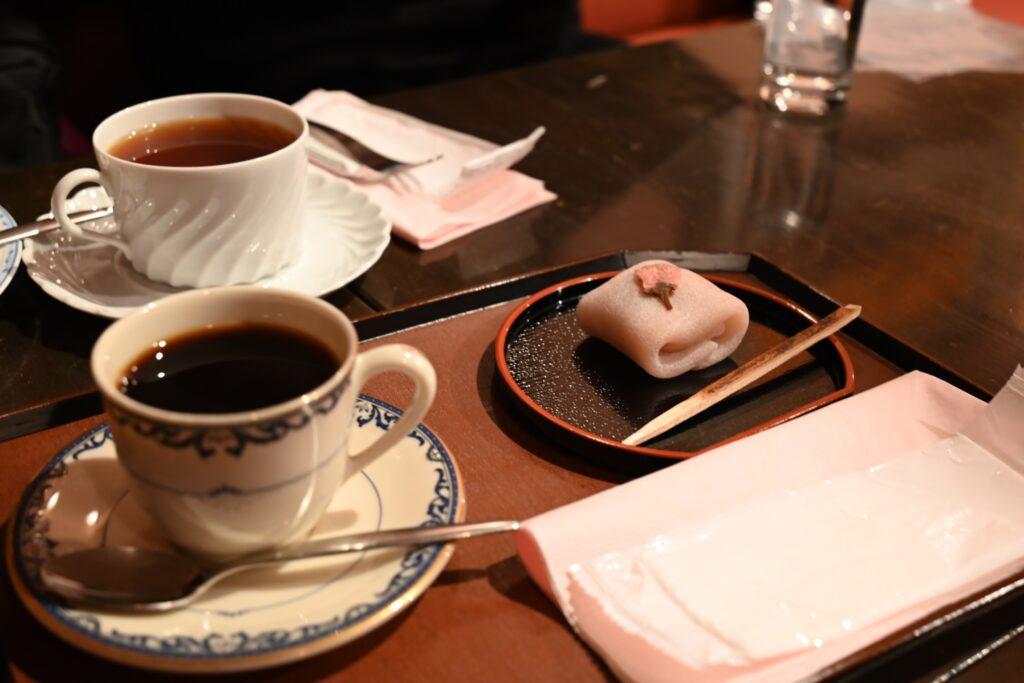 コーヒーと桜餅