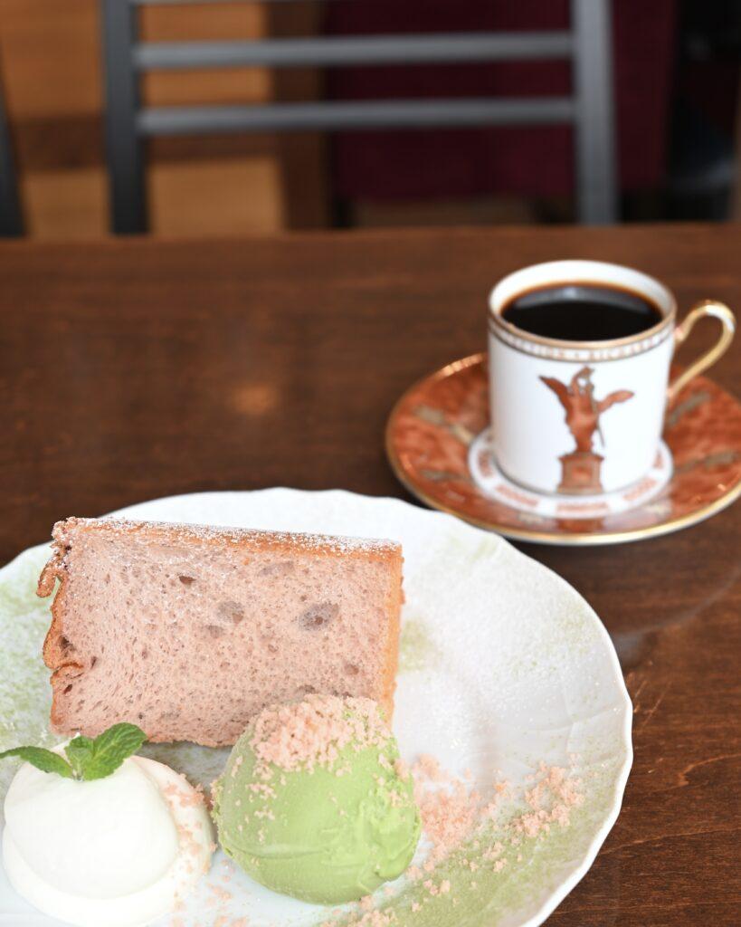 桜シフォンとコーヒー