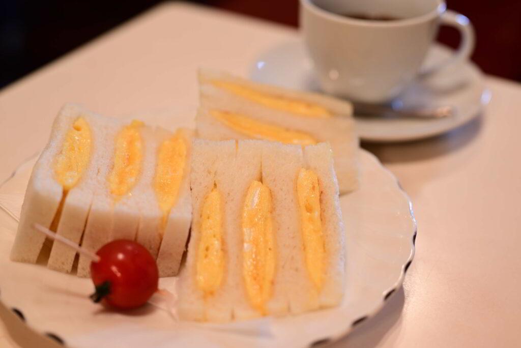 卵サンドと珈琲