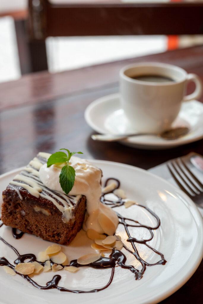 チョコレートブラウニーとコーヒー
