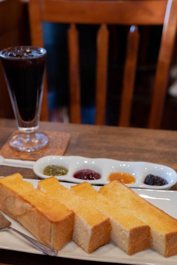 ジャムセッショントーストとコーヒー