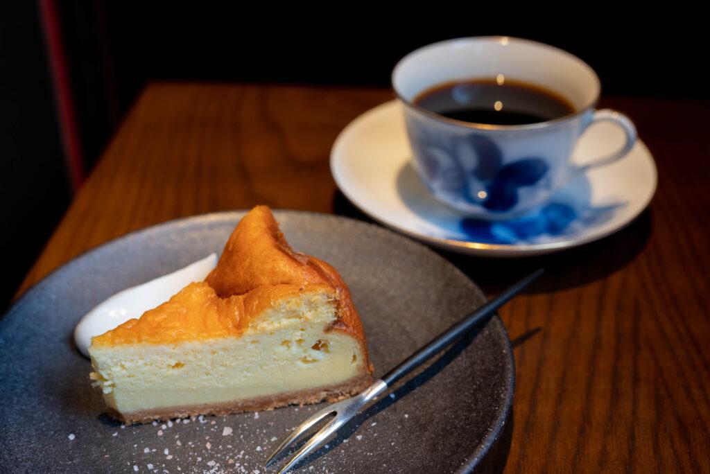 ベークドチーズケーキとコーヒー